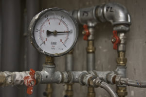 Pressure gauge reading pipe pressure